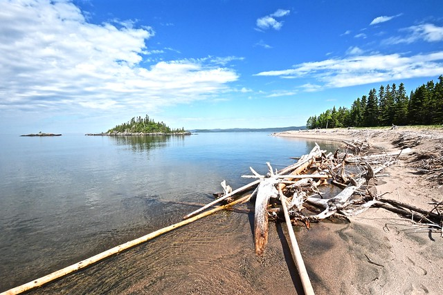 DRIFTWOOD BEACH, SPIRIT ISLAND, LAKE SUPERIOR, MICHIPICOTEN RIVER VILLAGE ON CANADA, NEAR WAWA ON CANADA AND MICHIPICOTEN FIRST NATION ON CANADA, ACA PHOTO