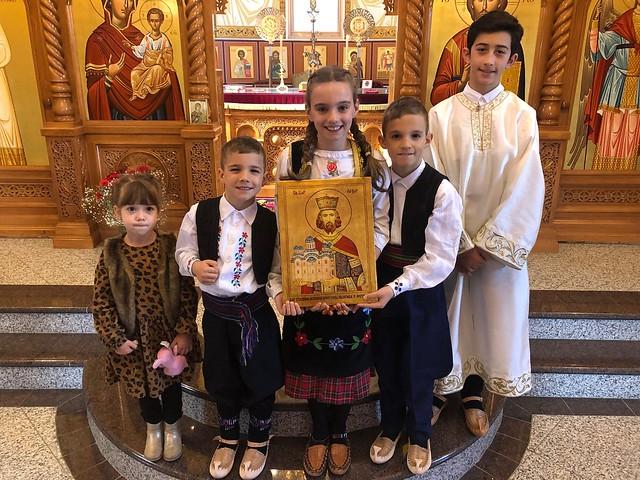 B Vidovdan 2019 deca sa ikonom u crkvi 01