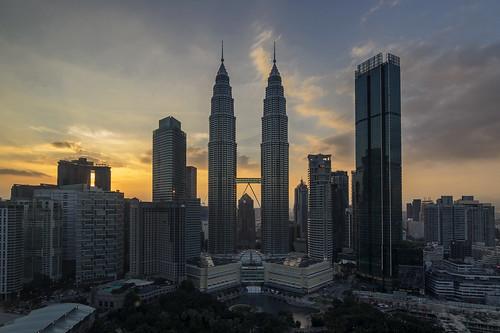 kuala lumpur malasia malaysia torres tower petronas sunset atardecer puesta sol skyline rascacielos building edificio klcc traders hotel