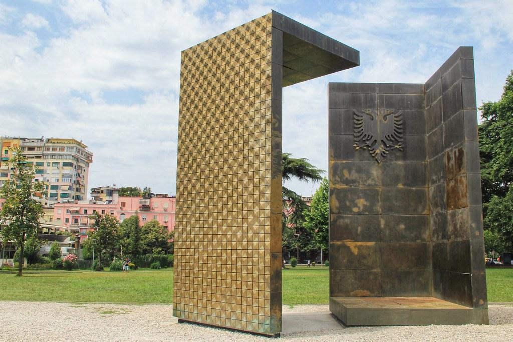 Independence Monument, Tirana