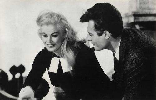 Anita Ekberg and Marcello Mastroianni in La dolce vita (1960)