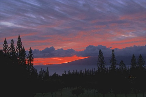cookpines maui molokai hawaii sunset availablelight existinglight naturallight viewfrombalcony composition scottjohnson leica dlux4 abstractreality landscape
