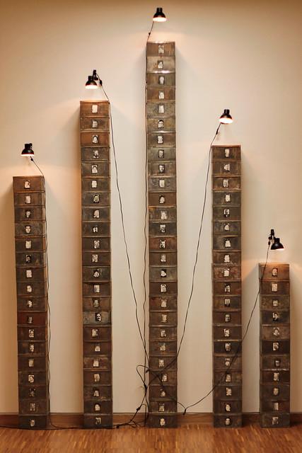 Christian Boltanski, né en 1944, Réserve des Suisses morts, 1992, musée des Beaux-Arts de Grenoble
