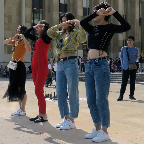 Four Korean dancing girls | by pivapao's citylife flavors