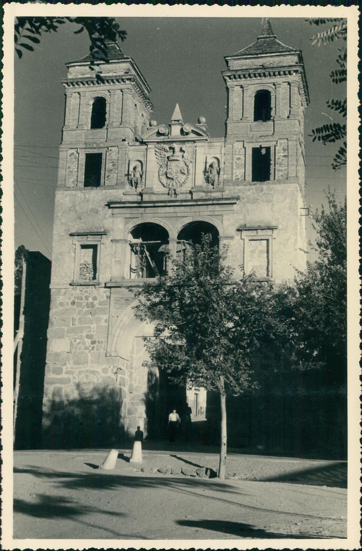 Puerta del Cambrón de Toledo hacia 1950 en una foto de unos viajeros franceses en su periplo hacia Marruecos