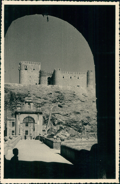 Castillo de San Servando de Toledo hacia 1950 en una foto de unos viajeros franceses en su periplo hacia Marruecos