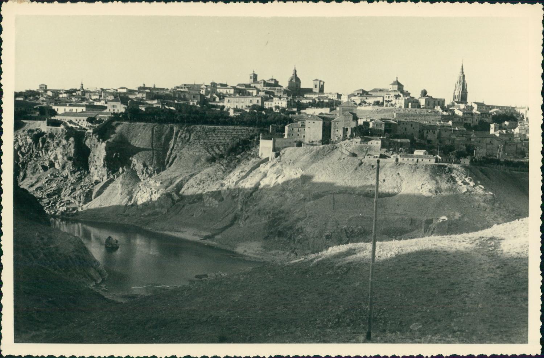 Vista de Toledo hacia 1950 en una foto de unos viajeros franceses en su periplo hacia Marruecos