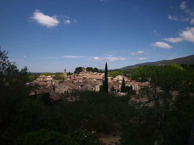 Blick auf die Dächer von Cucuron