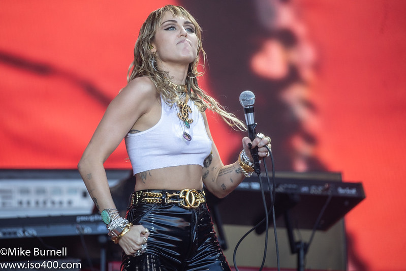 Mylie Cyrus Glastonbury 2019 pic by Mike Burnell-9899