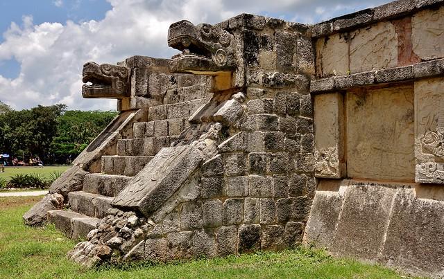 MEXICO, Yucatán, Chichén Itzá,   Maya-Kultur - Friese , Reliefs, Skulpturen  und alte Gemäuer,   19039/11699