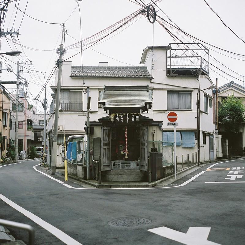 Rolleiflex 2 8F+FUJIFILM PRO 400H池袋本町の三差路
