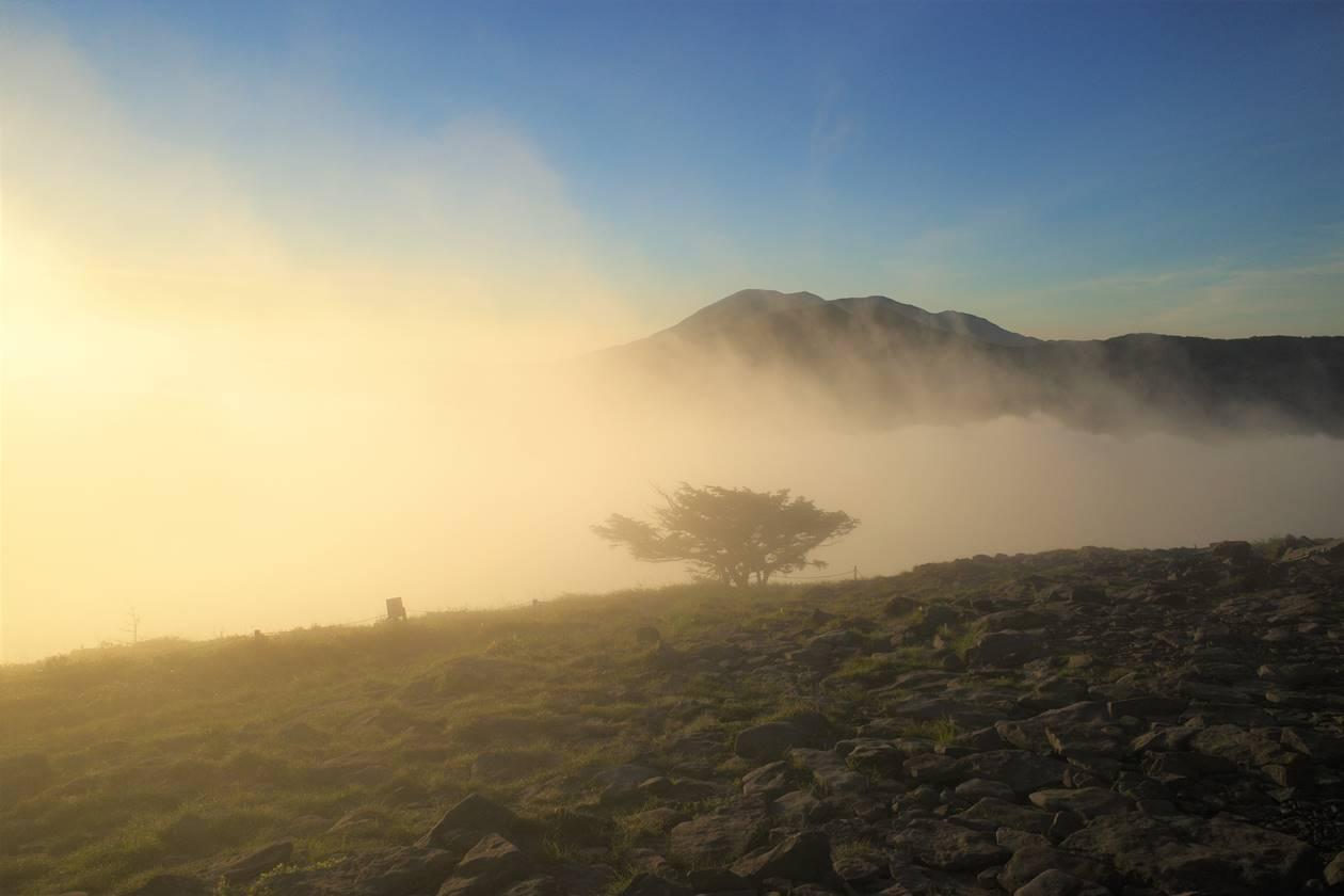湯ノ丸山山頂 沸き立つ雲