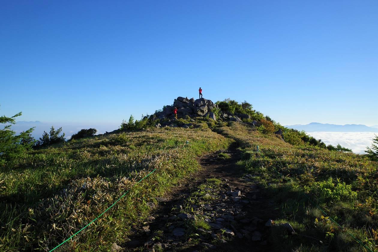 湯ノ丸山 山頂の岩場