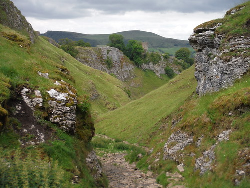 View down Cave Dale (Peveril Castle, Lose Hill and Back Tor) SWC Walk 343 - Hope to Hathersage or Bamford (via Castleton)