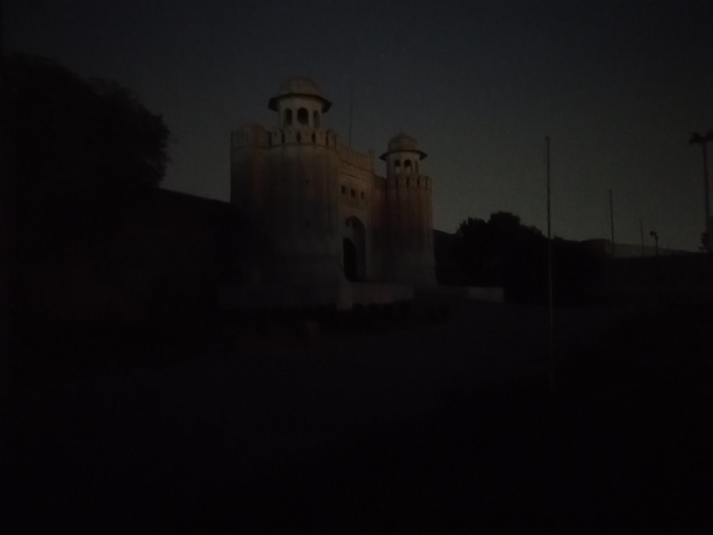 Picture in Dark With Auto Mode