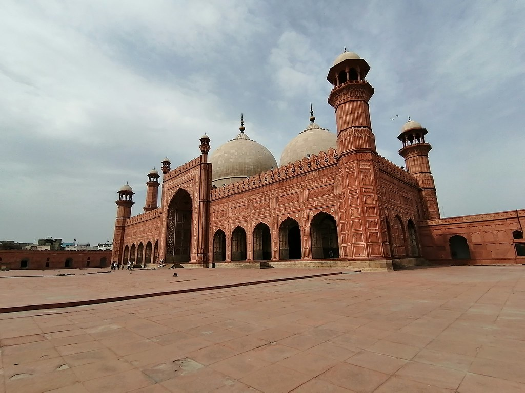 Badshahi Mosque Picture With Wide Angle Lens