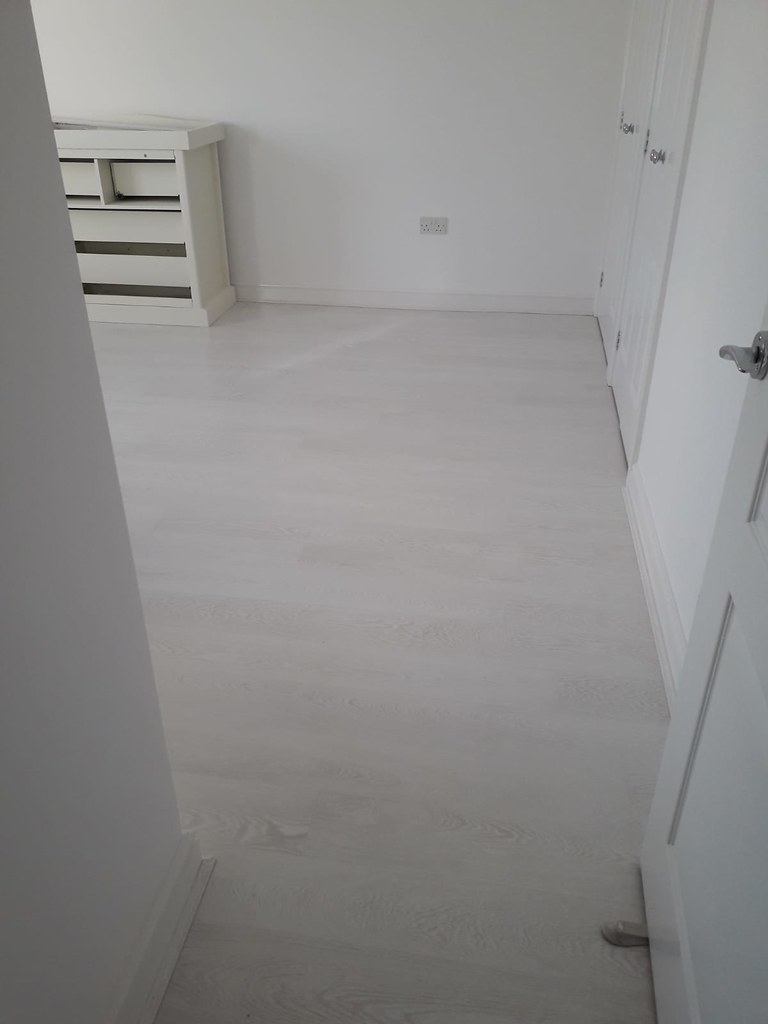 Quickstep Grey-white laminate bedroom 3 | Quick step Laminat ...