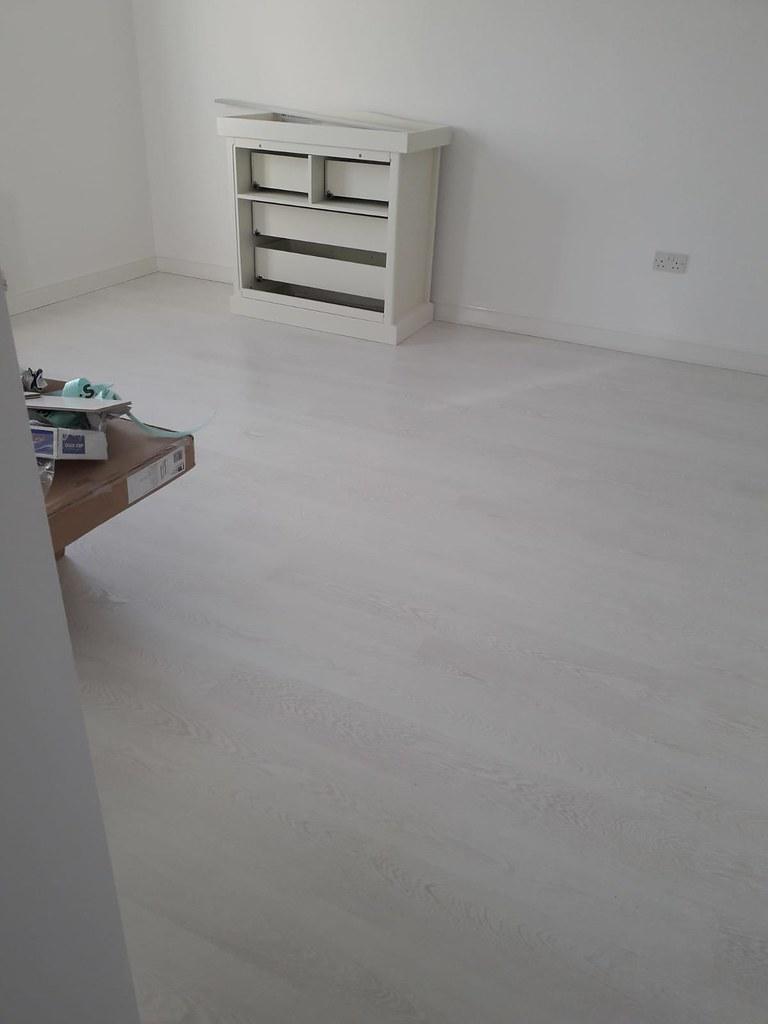 Quickstep Grey-White laminate Bedroom 2 | Quick step Laminat ...