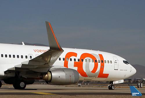 GOL B737-800 PR-GTT front (RD)
