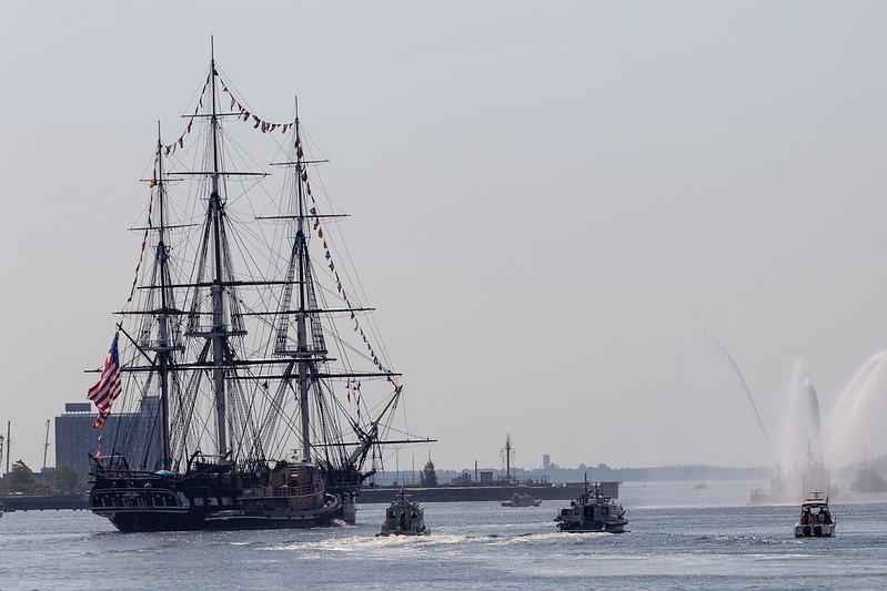 USS Constitution im Hafen von Boston.