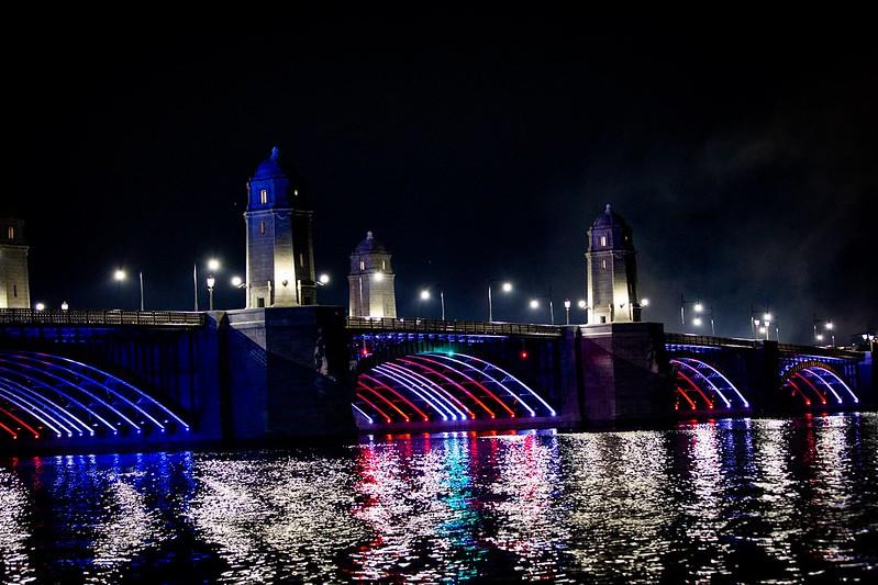 Die Longfellow Brücke.
