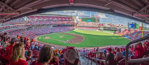cincinnati clichesaturday greatamericanballpark hcs nikkor18300mm ohio baseball kids men pano panoramas people railings sports stadium women