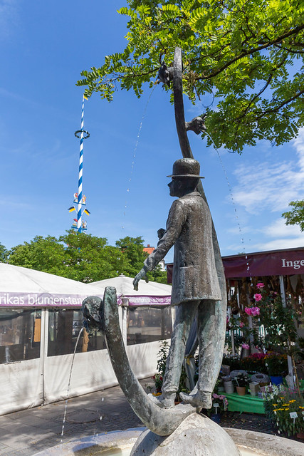 View from the Karl-Valentin-Fountain onto the maypole at Viktualienmarkt in Munich, Germany