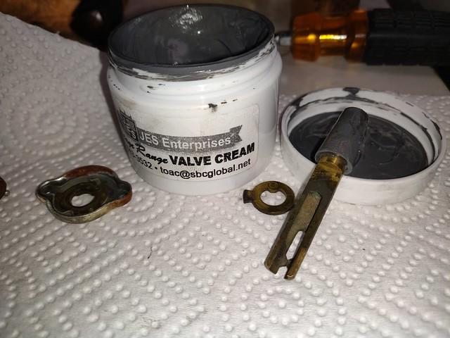 Greased, regular valve cylinder