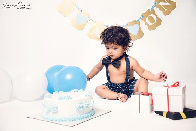 Cake Smash Photoshoot 🎂🎂🍰... #infant #infantphotography #babiesofindia #toddler #toddlerphotography #toddlerfashion #toddlerlife #maternity #maternityphotography #newbornphotography #newborn #lazerlenz #newbornphotographer #babyphot