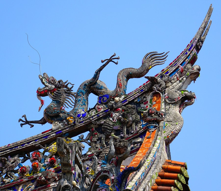Dragon adorning a temple in Taipei, Taiwan