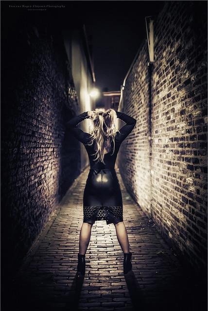 Kiki - Film Noir - streetlight