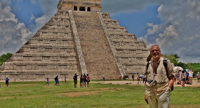 MEXICO, Yucatán, Chichén Itzá, Kukulcán-Pyramide and me,  19041/11701
