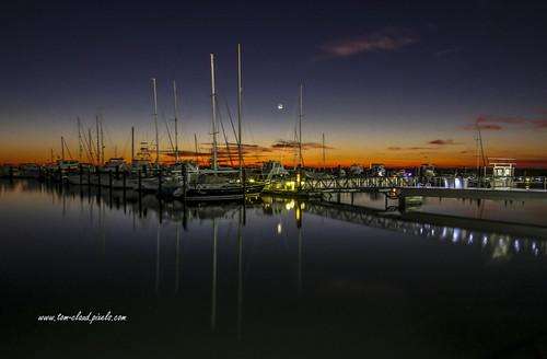 marina boats docks mooring moored water river sunrise predawn sky moon sailboat reflection indianriver lagoon indianriverlagoon seascape cityscape fortpierce florida usa