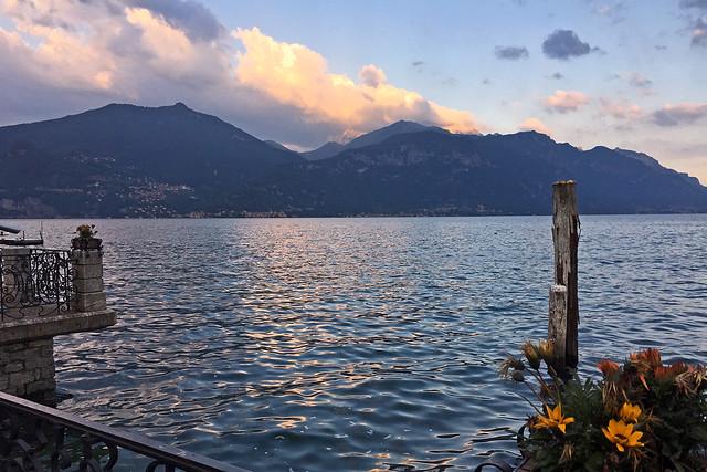 2019.06.050 ITALIE - MENAGGIO - Coucher de soleil sur le lac de Côme.