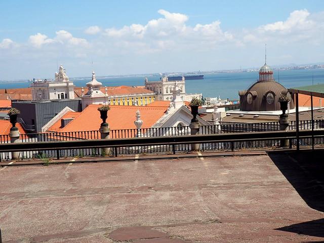 Lisboa - above the city roofs