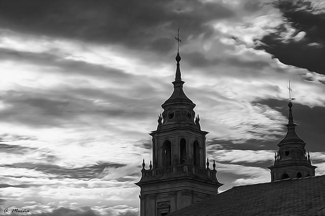 City under the storm. Ciudad bajo la tormenta