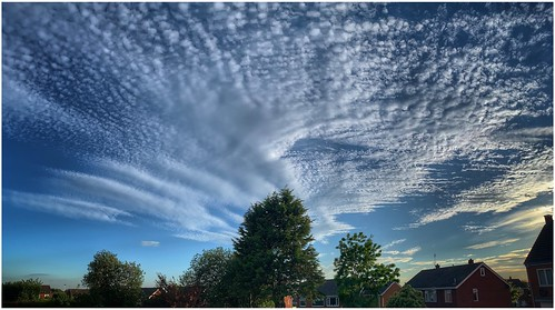 sky skywatching clouds cloud cloudscape weather weatherwatch nature naturephotography naturelovers natureseekers urban trees image imageof imagecapture photography photoof scunthorpe lincolnshire northlincolnshire northlincs nlincs
