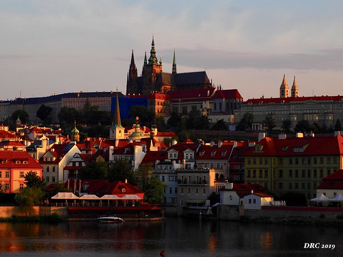 morning prague castle colorful light sunrise architecture tileroofs city old river towers czechrepublic olympus omdem5ii june2019 12x200lens june 2019