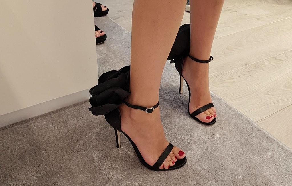 Zapatos de Giuseppe Zanotti. Pies de Mercedes Urrea, Marina Ibiza.