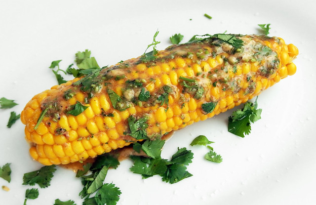 Maïskolf met Indiase kruidenboter