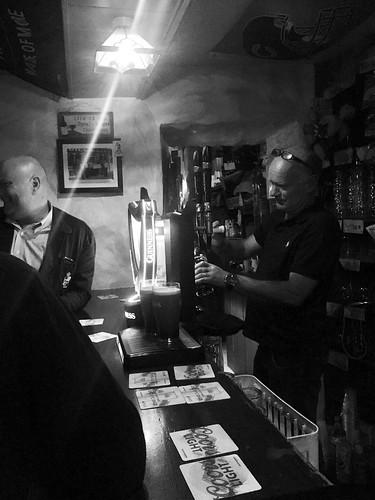 pub ireland barman beer