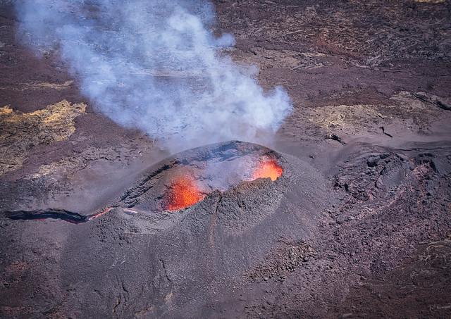 Piton de la fournaise side eruption