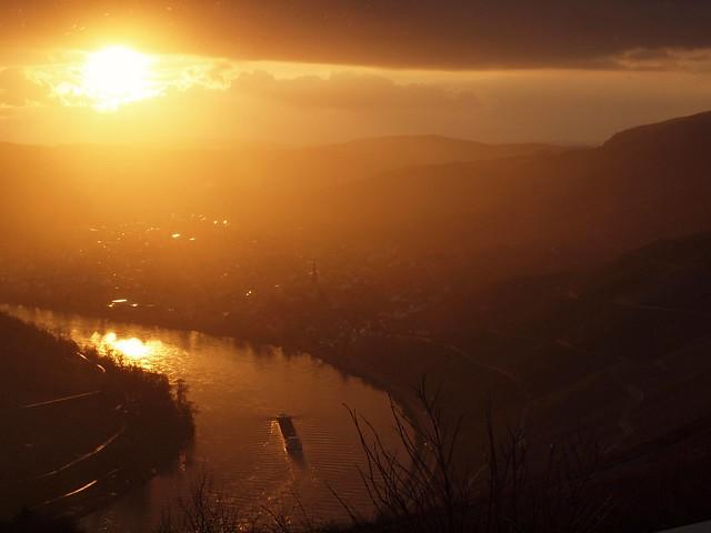 Eine Moselschleife im Sonnenuntergang