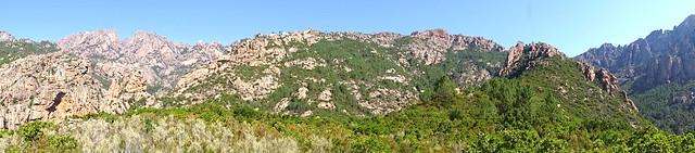 Panoramique depuis le plateau sous Punta Russa : Velacu, Calanca Murata, brèche du Carciara, Punta Russa