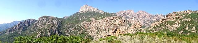 Panoramique depuis le plateau sous Punta Russa : Punta Bunifazinca, Velacu, Calanca Murata, brèche du Carciara