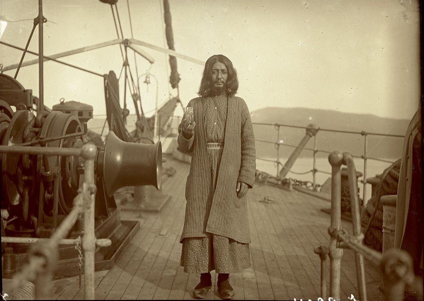 04. Дервиш на корабле в Мраморном море