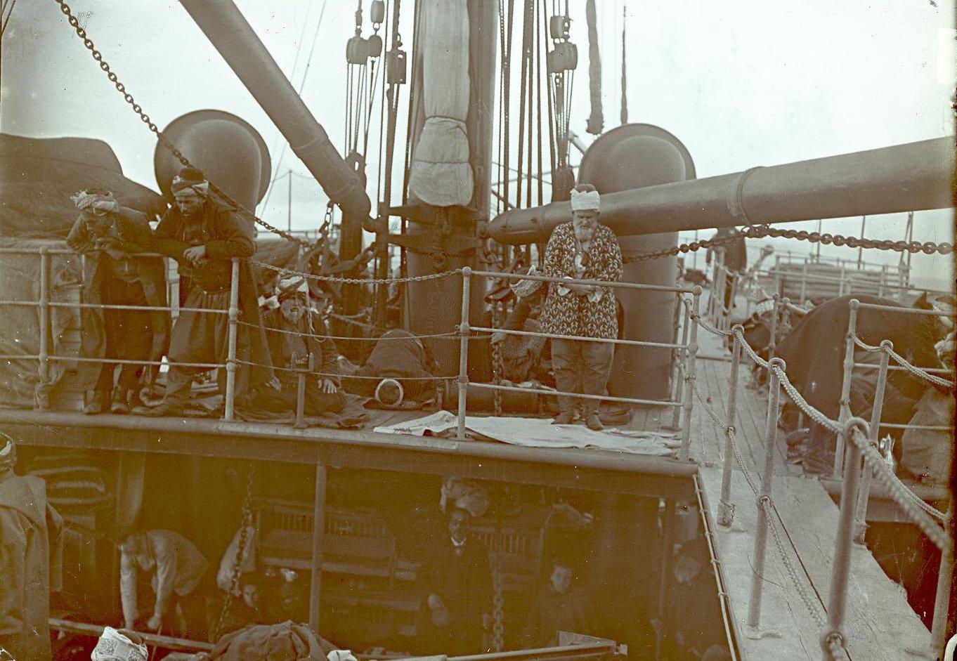 03. Магометане-паломники на корабле в Мраморном море