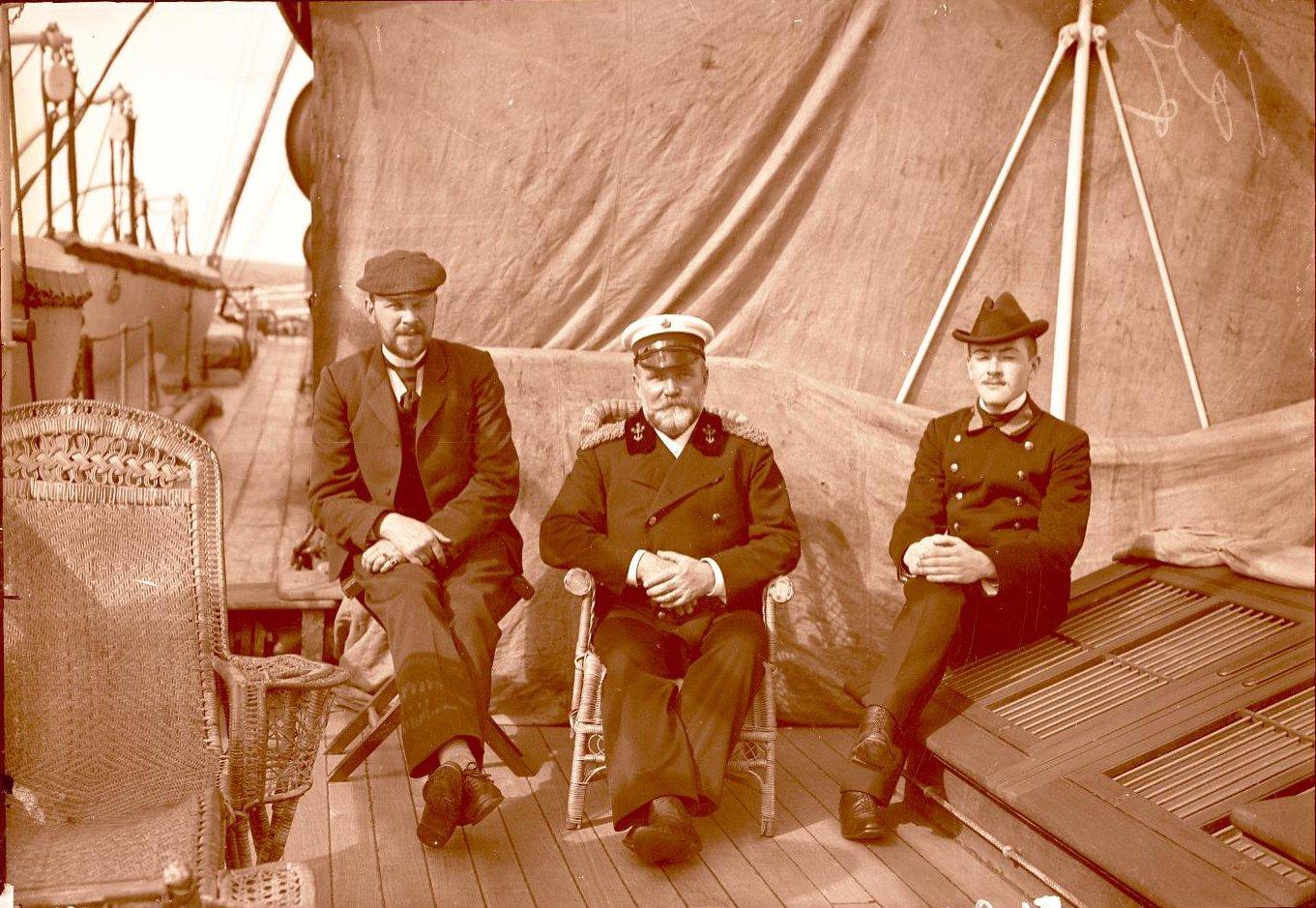 12. Греция, г. Пирей. Фонвизин, капитан Клаасен и Давыдов.