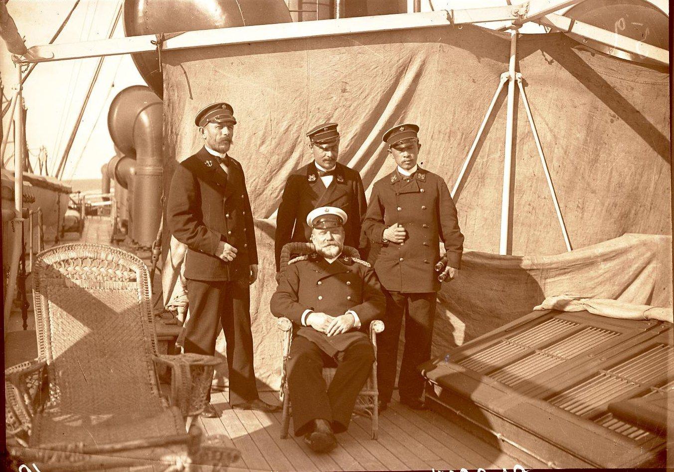 11. Греция, г. Пирей. Капитан Клаасен и офицеры парохода «Николай»