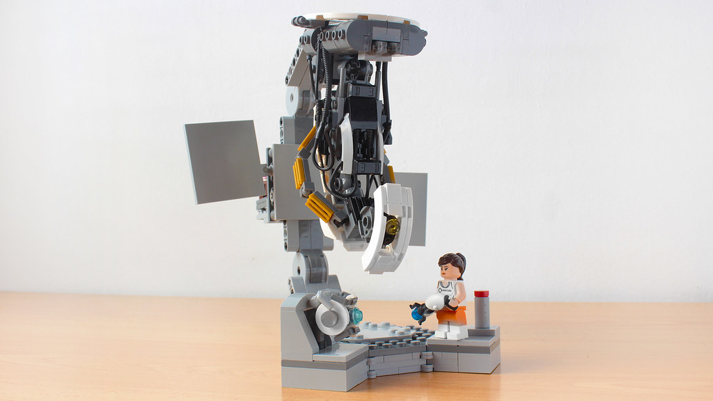 Lego Portal 2 GLaDOS vs Chell and Wheatley